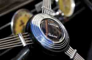 cadillac_fleetwood_steering-wheel_emblem_36